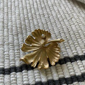 Vintage Gold Tone Leaf Pin Brooch Pearl Accent